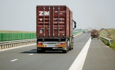 UE: Camioanele vor fi taxate în plus pentru zgomot şi poluare atmosferică