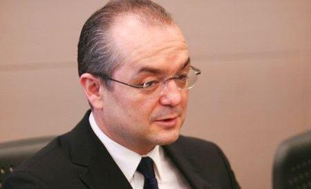 Emil Boc: Dacă vrem să abordăm real subiectul corupţiei, trebuie modificată Constituţia
