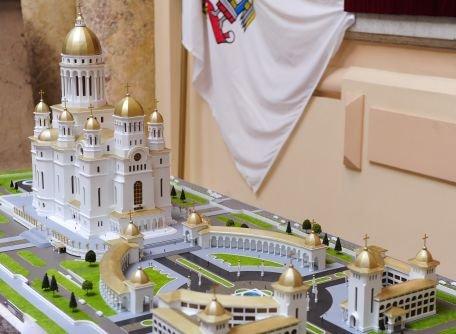 Bucureştenii finanţează, fără să ştie, construcţia Catedralei Mântuirii Neamului