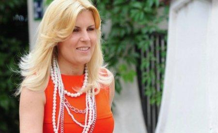 Udrea, luată la rost de o localnică din Târgu Jiu: Faceţi ceva şi pentru tineret