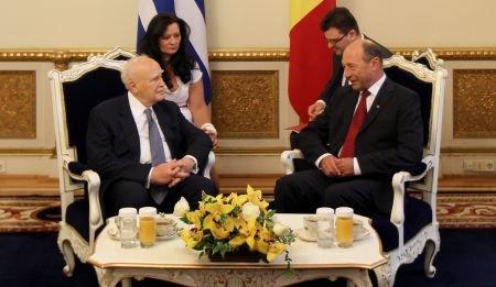 """Băsescu, către preşedintele elen: Cu uşurinţă aţi fi putut spune """"Am probleme acasă, să amânăm vizita"""""""