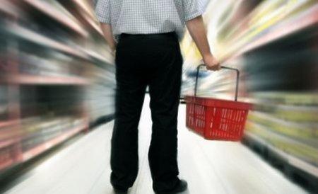O treime din cheltuielile casnice ale românilor, alocată alimentelor şi băuturii
