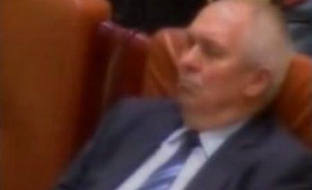 Un discurs plictisitor: Cuvântarea lui Băsescu i-a adormit pe parlamentari