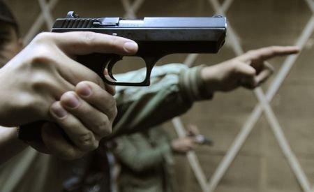 Un poliţist din Bucureşti şi-a împuşcat iubita şi apoi s-a sinucis