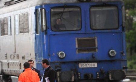 O femeie a murit decapitată după ce s-a întins pe şine în faţa trenului