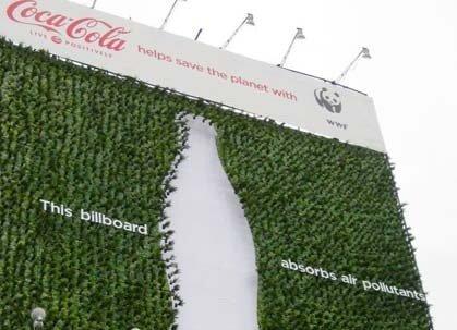 Coca-Cola a creat primul panou publicitar care absoarbe poluarea