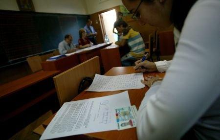 Statul a cheltuit 240 de milioane de euro pentru elevii care au dat bacalaureatul în 2011
