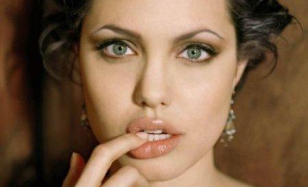 Angelina Jolie şi Sarah Jessica Parker, pe primul loc în top zece cele mai bine plătite actriţe de la Hollywood