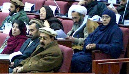 Meci de box? Nu, bătaie în toată regula între două deputate în Parlamentul afgan