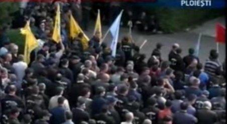 Ploieşti. Sute de angajaţi ai Uzinei Upetrom au protestat faţă de reducerea salariilor