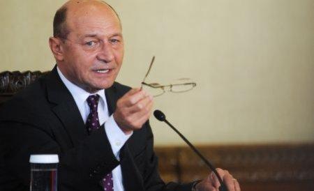 Băsescu s-a întâlnit cu Boc la Guvern, înaintea evaluării miniştrilor în funcţie de absorbţia fondurilor UE