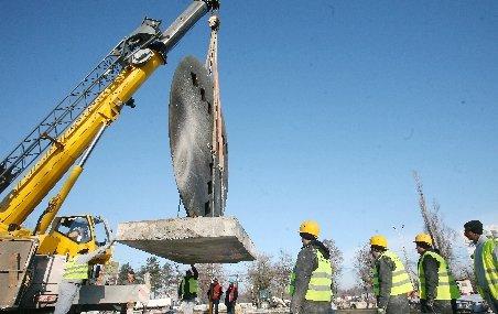 Un muncitor din Bistriţa a murit după ce încărcătura de câteva tone de la o macara s-a prăbuşit peste el