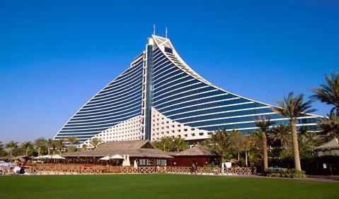Hotelurile din Dubai, pline de angajaţi români