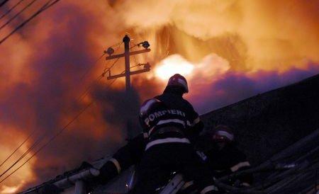 Sibiu. Incendiu puternic la o fabrică de mobilă