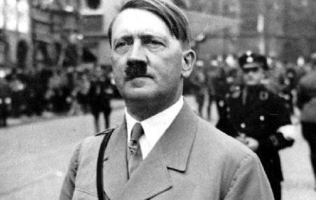 Titlul de cetăţean de onoare al lui Hitler, retras de către conducerea oraşul său natal