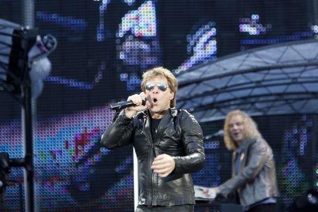 Bon Jovi a reuşit să ţină în priză 50.000 de fani, la concertul din Piaţa Constituţiei