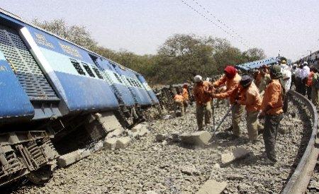 Cel puţin 63 de morţi şi 250 de răniţi, într-un accident feroviar produs în India