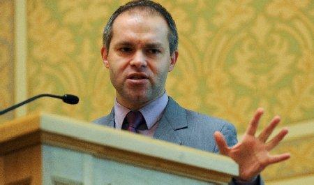 Funeriu, certat de membrii Coaliţiei că nu a instalat camere video în toate liceele