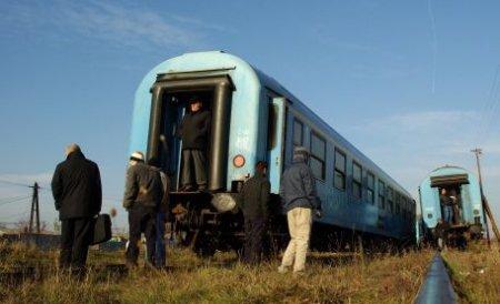 Un bărbat a supravieţuit, după ce maşina în care se afla a fost spulberată de tren