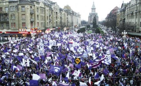 Peste 3.000 de bănăţeni au protestat faţă de retrogradarea echipei Poli Timişoara