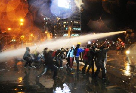 Santiago. Mii de chilieni din sectorul minier s-au bătut cu poliţiştii