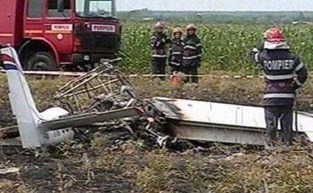 Un mort şi un rănit, în urma prăbuşirii unui avion de mici dimensiuni în judeţul Prahova