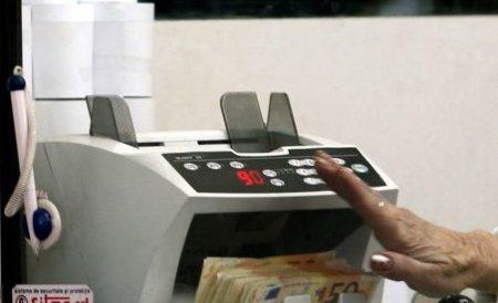 Românii cu împrumuturi în euro şi salarii în lei, dezavantajaţi la plata ratelor. Vezi soluţia