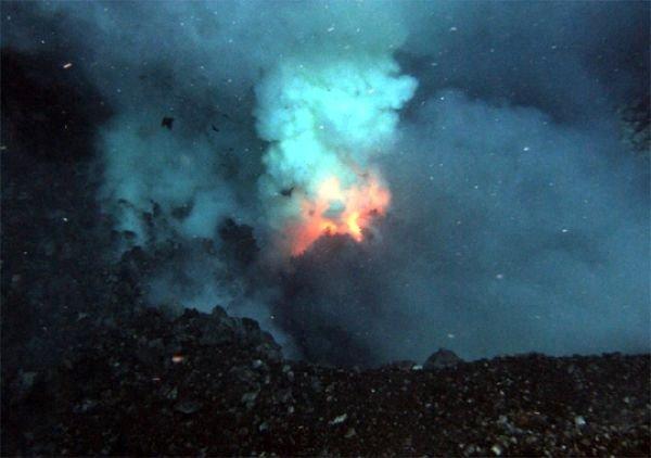 12 vulcani subacvatici descoperiţi în sudul insulelor Sandwich