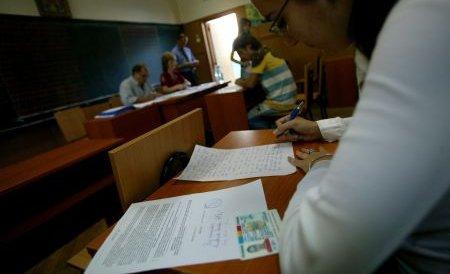 5.400 de profesori s-au retras din examenul de titularizare. 55 au fost eliminaţi pentru copiat