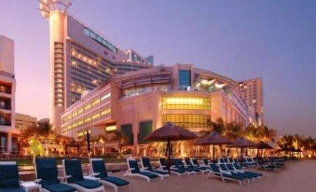 70 de joburi pentru români, disponibile la un hotel din Abu Dhabi