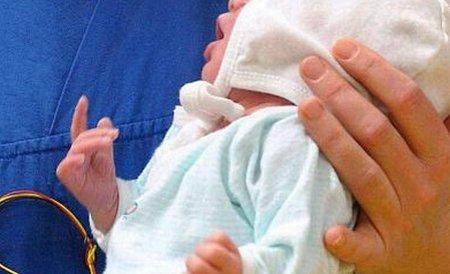 Bebeluş de câteva zile, găsit îngropat într-o pădure. Preotul a refuzat înmormântarea în cimitir