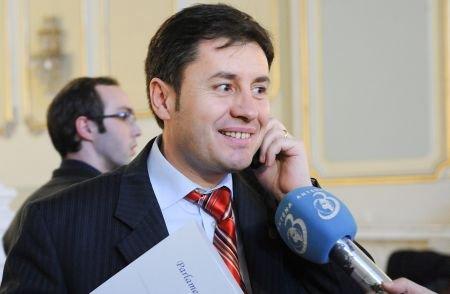 """Igaş şi """"branconajul"""": Ministrul de Interne, certat cu limba română"""