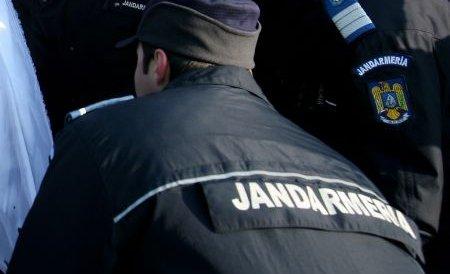 Braşov: Înjurături şi îmbrânceli între comercianţi şi jandarmi, la evacuarea unei pieţe