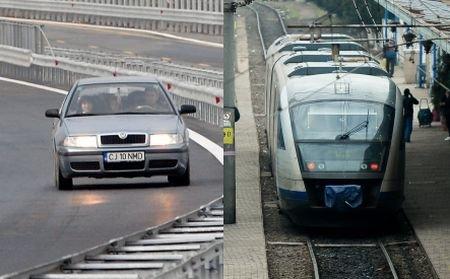 Cu trenul sau maşina? Cum ajungi mai repede pe litoralul românesc
