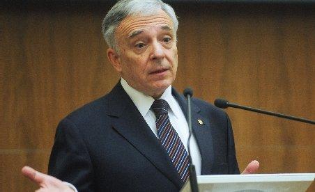 Declaraţia de avere a lui Mugur Isărescu: Conturi cu 1 dolar, 10 cenţi şi 4,32 lei