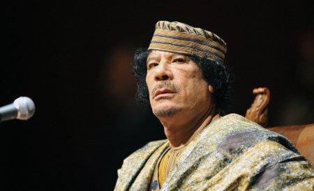 "Gaddafi: Sarkozy este un ""criminal de război"""
