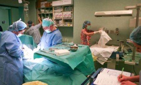 Operaţie în premieră la Iaşi: Geamăn-parazit, înlăturat de medici în a cincea lună de sarcină