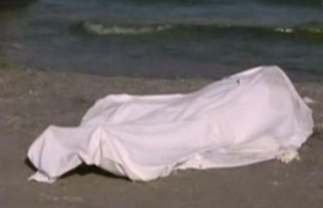 Cadavrul unui turist a fost ţinut pe plajă circa două ore, în mijlocul zilei