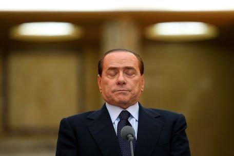 Silvio Berlusconi s-a lovit la cap, după ce a căzut în duş