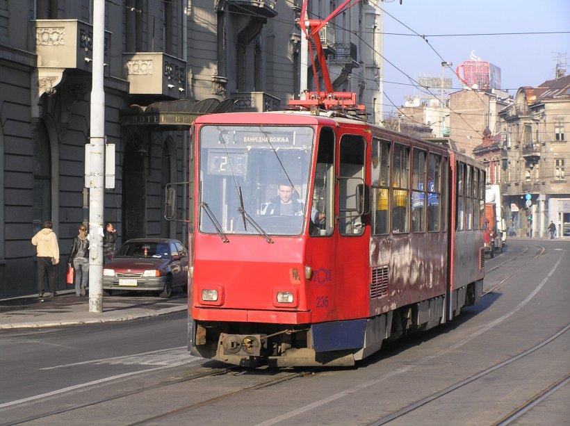 Un român a fost înjunghiat într-un tramvai din Belgrad, pentru banii din portofel