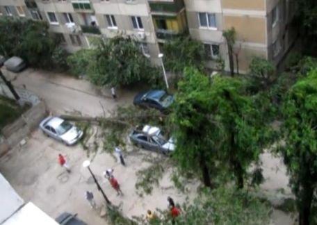 Imagini spectaculoase cu furtuna de duminică, primite de la utilizatorii VideoNews