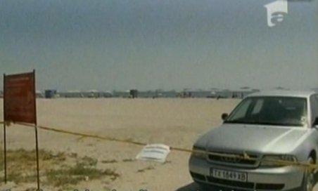 Pe plaja din Saturn, maşinile sunt parcate printre turişti