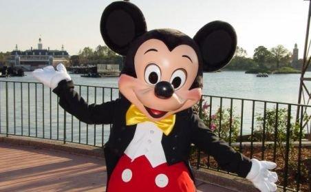 Cerşetorii români deghizaţi în Mickey Mouse agresează turiştii Berlinului