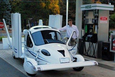 Maşina zburătoare, pe drumurile din SUA: Merge cu benzină şi intră perfect în garaj. Vezi cum arată