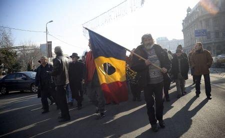 Revoluţionarii, la Guvern: Îi cer premierului Boc să nu le retragă drepturile financiare