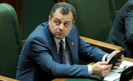 Interdicţia de părăsire a ţării în cazul senatorului Mircea Banias, prelungită de procurorii DNA