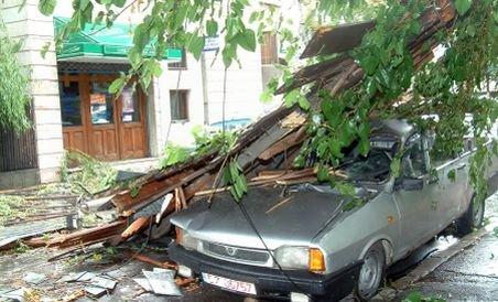Atenţionarea cod galben a intrat în vigoare: Furtunile fac ravagii în nordul, sudul şi vestul ţării