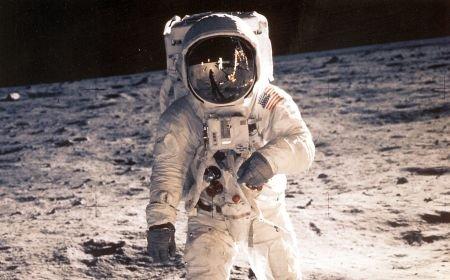 Un pas mic pentru om, un salt uriaş pentru omenire. 42 de ani de la primul pas al omului pe Lună