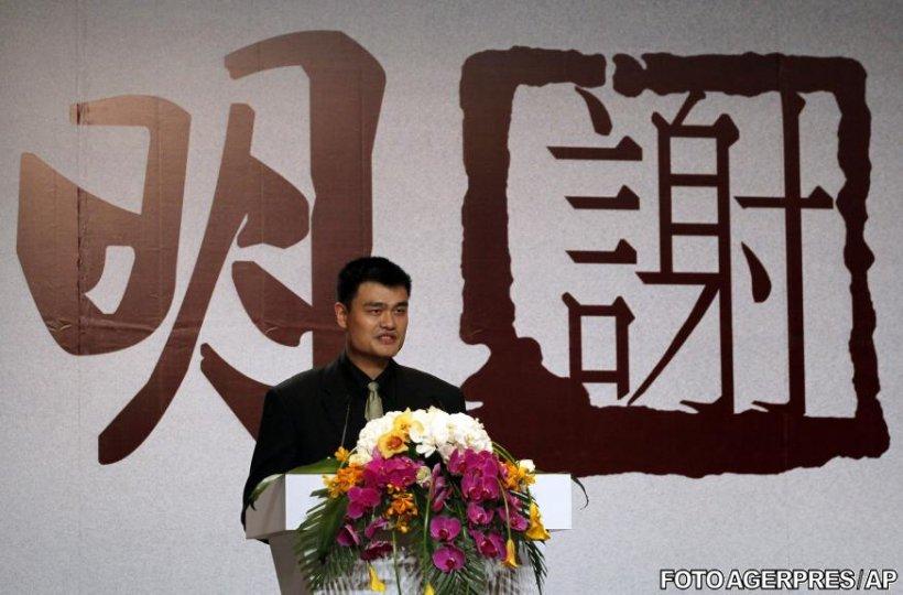 Yao Ming şi-a anunţat oficial retragerea din baschet