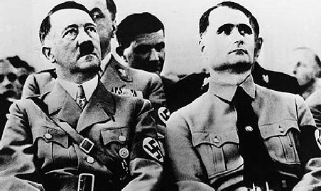 Liderul nazist Rudolf Hess, deshumat şi mutat din cauza pelerinajelor organizate la mormântul său